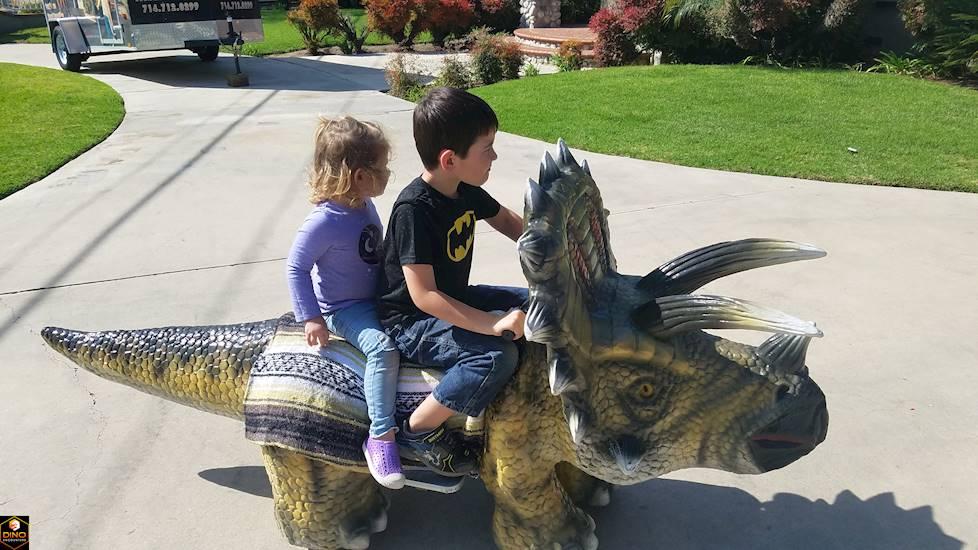 <p>Triceritops Ride</p>